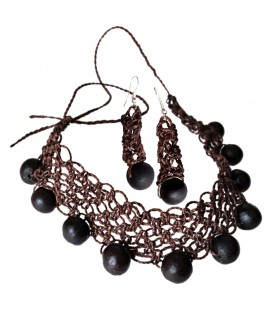 Necklace and dangling earrings in macramé with natural seeds